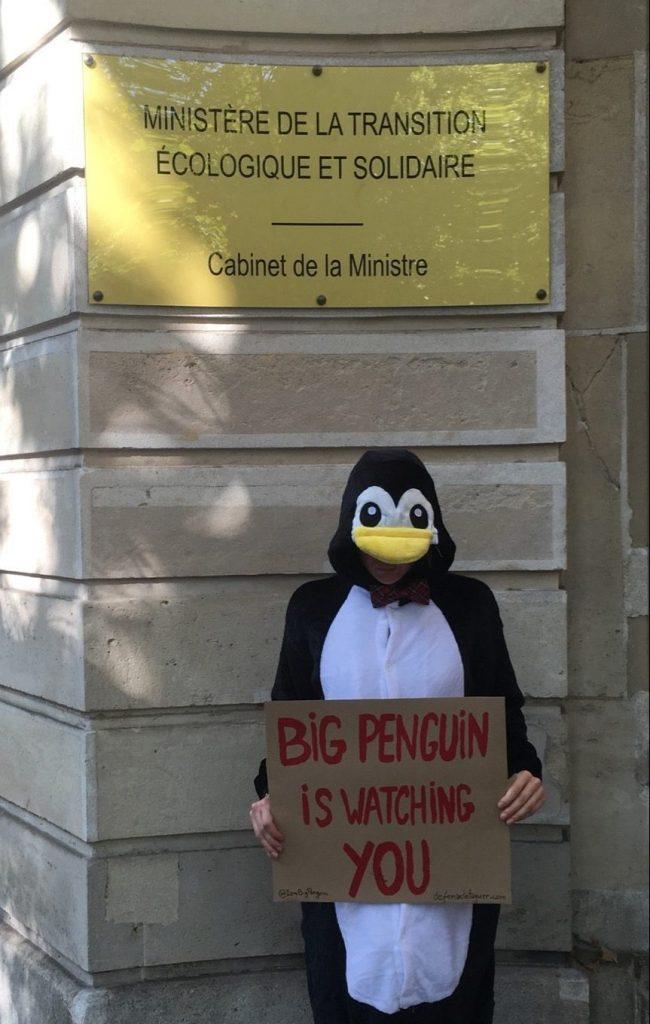 Manifestation de Big Penguin devant le Ministère de la transition écologique et solidaire