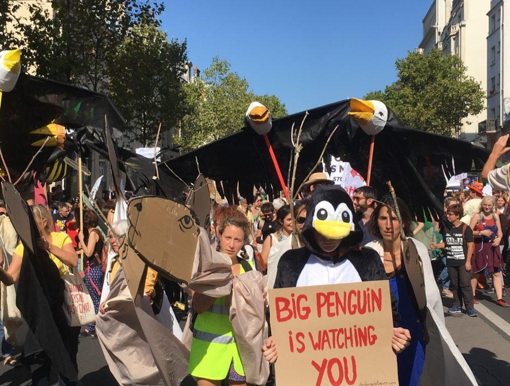 Big Penguin à la marche pour le climat